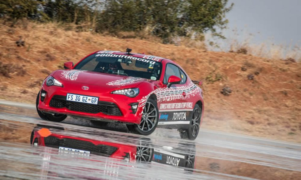 TOYOTA 86 AND JESSE ADAMS ECLIPSE THE WORLD'S LONGEST DRIFT RECORD